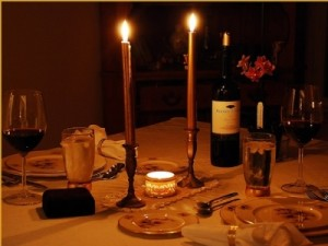 romantic-dinner-for-two-at-home-uiudar8t